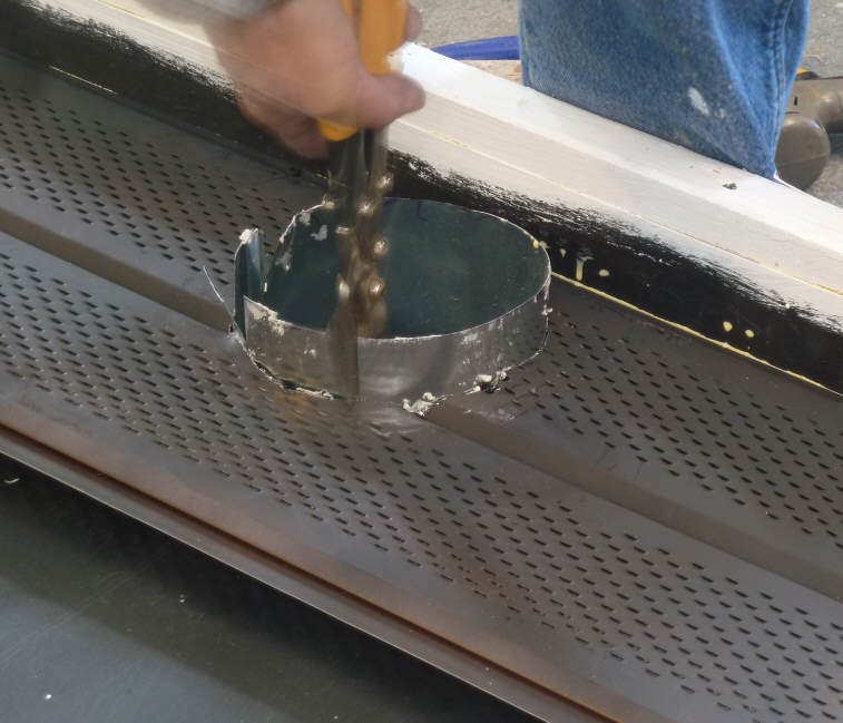 Building A Solar Air Heating Collector Using Aluminum