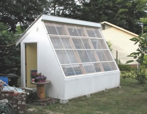 solar greenhouse uses water to air heat exchanger to store heat