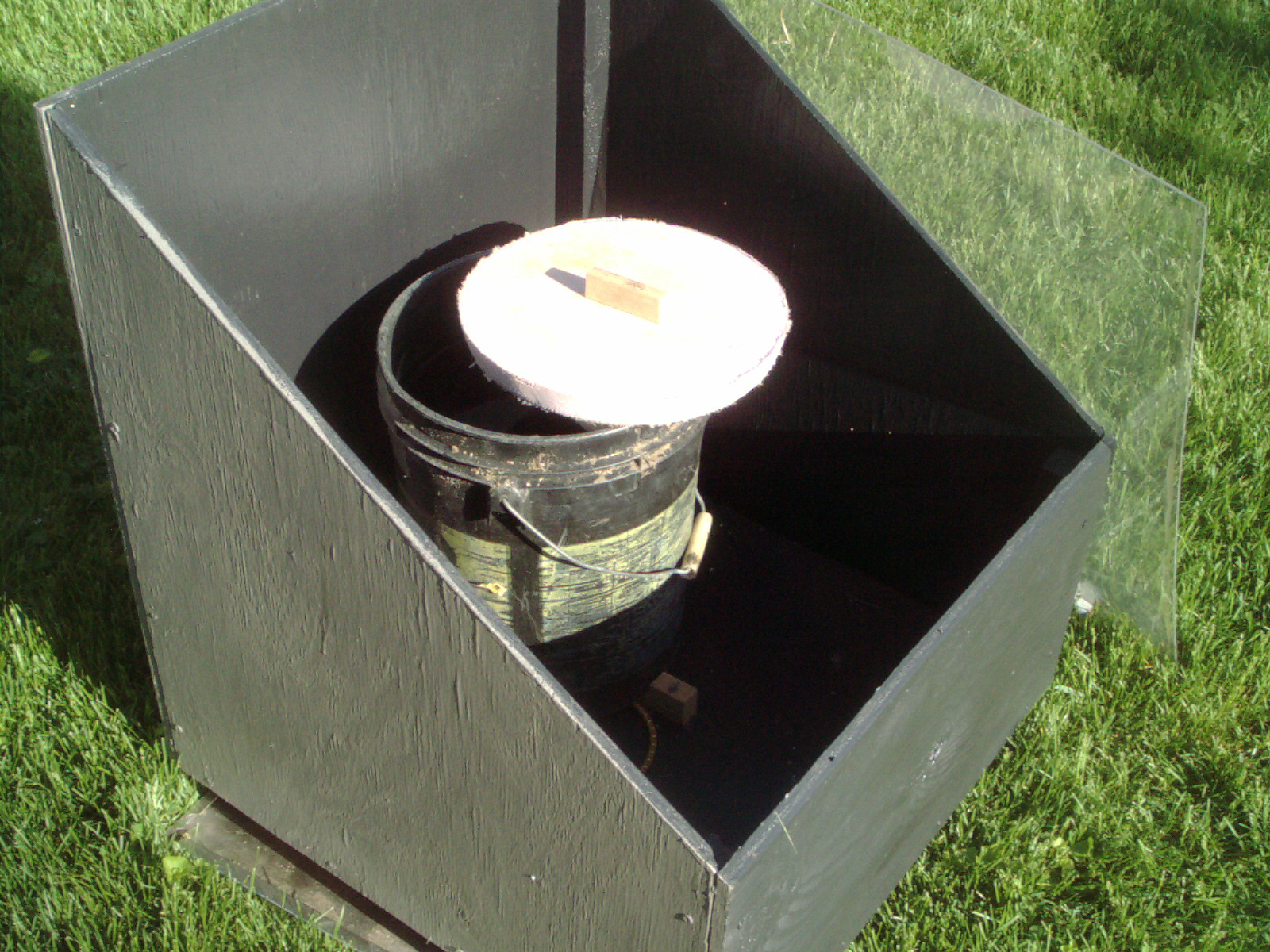 Very Simple Diy Quot Bucket Quot Solar Batch Water Heater